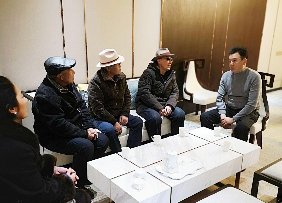 昌都市委常委、统战部部长泽仁俊美看望慰问在拉萨的退休老干部