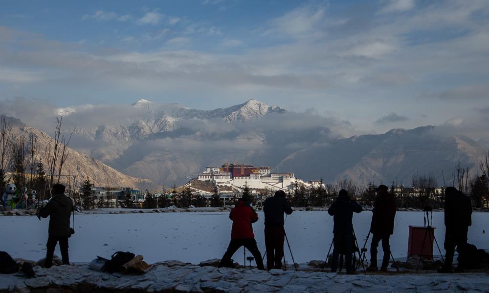 在南山公园遇见雪后布达拉宫