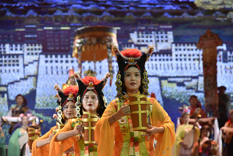改编传统藏戏《文成公主》西藏拉萨公演
