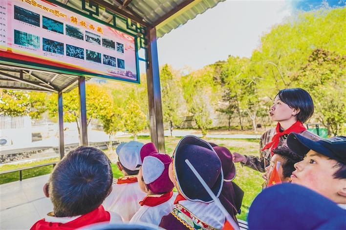 西藏各地纪念西藏百万农奴解放61周年:忆苦思甜感党恩 高原迈步谱新篇