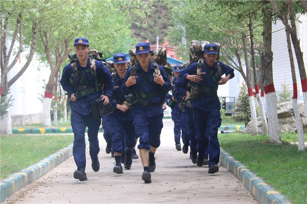 来!5公里负重跑走起!感受一下雪域高原森林卫士的日常