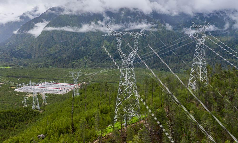"""高原之上的电力""""天路"""""""