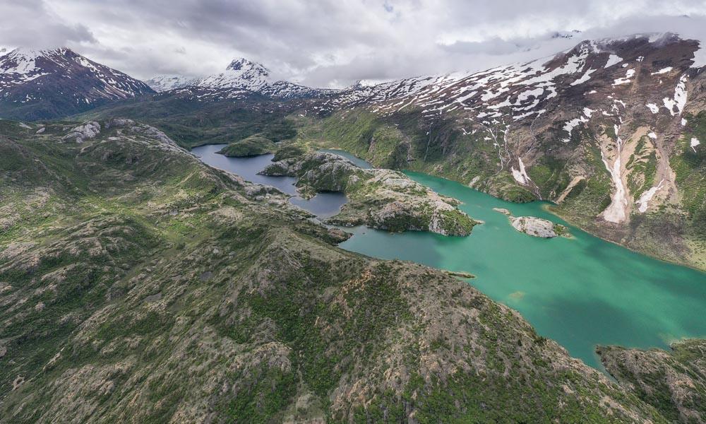 来古风光:冰川、湖泊与青稞田