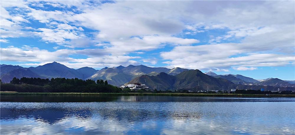 西藏拉萨:夏日拉鲁湿地风光如画