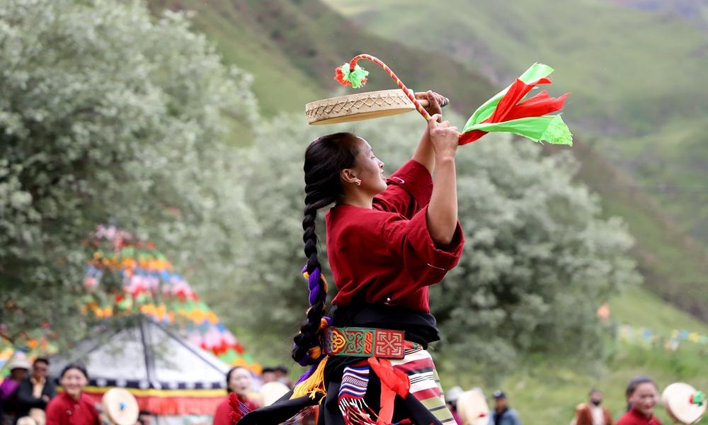 """非遗""""活""""起来:藏东草原上的热巴舞"""