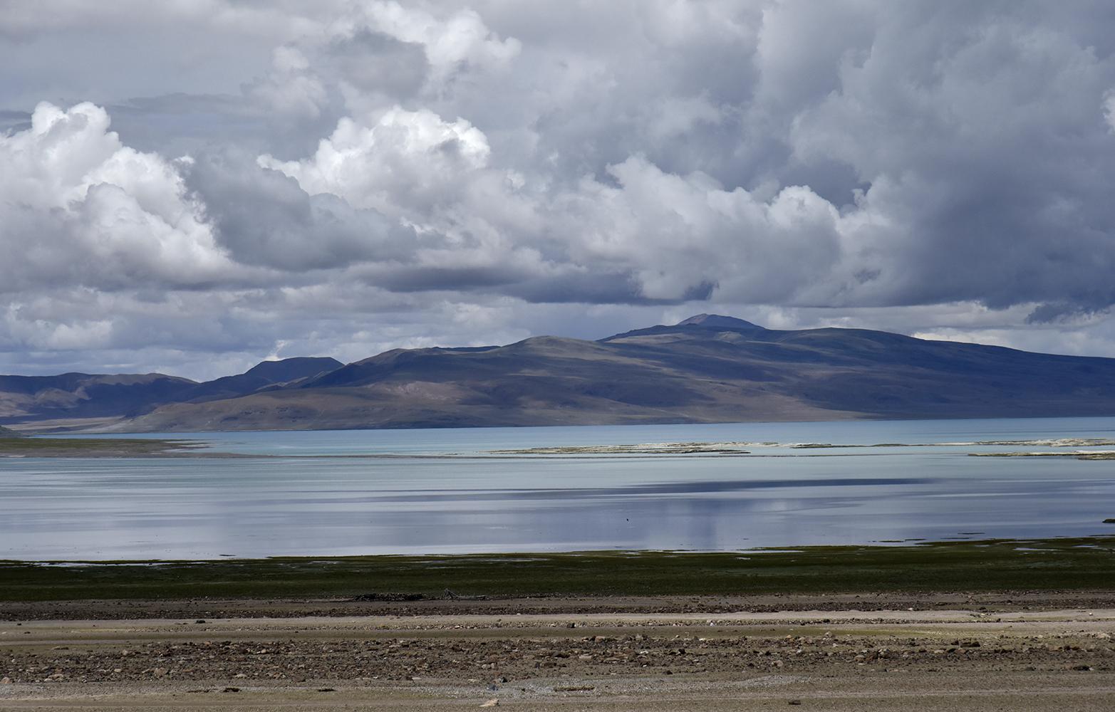 """西藏阿里北线上的""""月亮""""湖"""