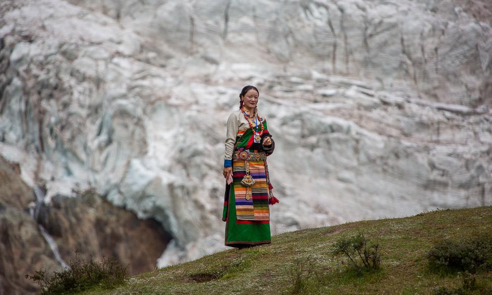 藏东秘境之中的约雄冰川