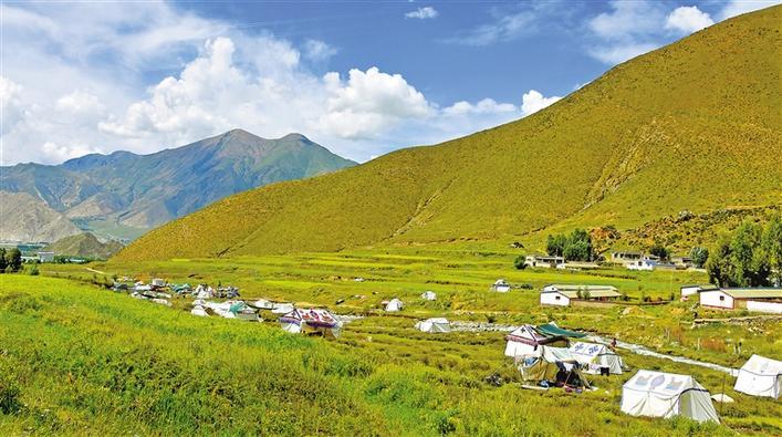西藏日报社论:为建设社会主义现代化新西藏凝聚磅礴力量