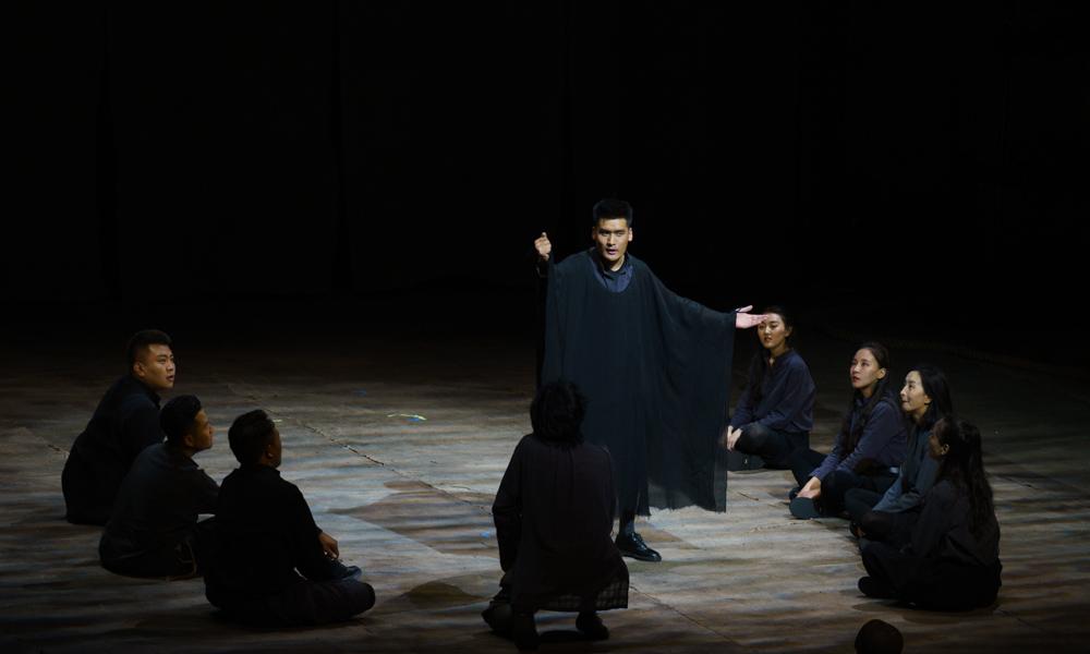 上戏西藏班毕业大戏《哈姆雷特》在拉萨上演