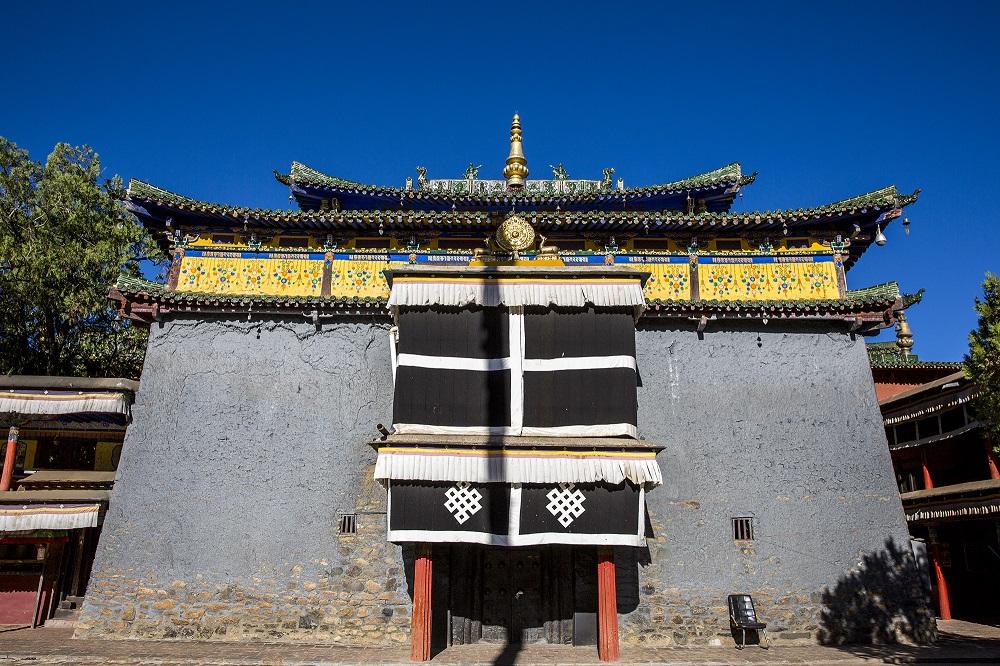 这座寺庙有近千年历史 因建筑风格和精美壁画而闻名 背后故事值得探寻