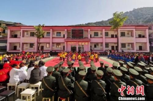 西藏墨脱军民情