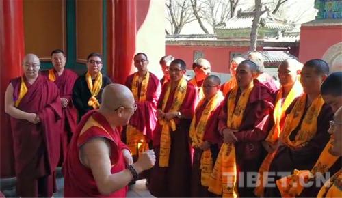 中国藏语系高级佛学院学员走进承德:以目鉴实 感知历史