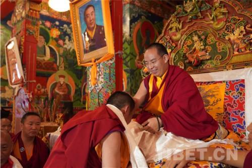 十一世班禪勉勵西藏佛學院僧尼:要像珍惜自己的眼睛一樣珍惜學習機會