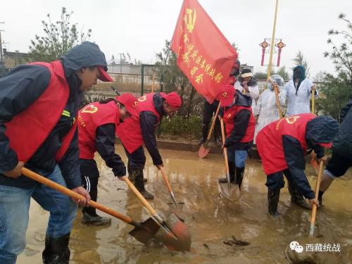 堆龙德庆区积极投入道路清淤工作 保障群众生产生活