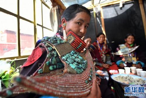 (文化)(1)孔雀服饰――穿在身上的千年历史