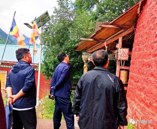波密县委常委、统战部长加布一行深入寺庙督导安全生产工作