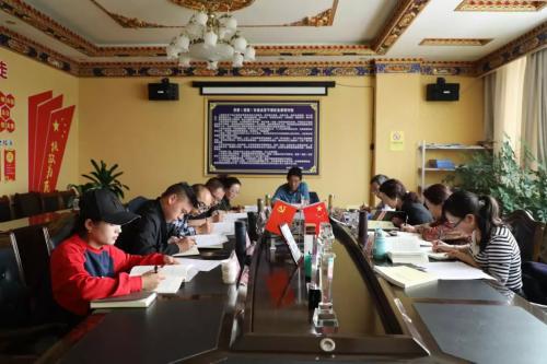 """日喀则旅游行业积极开展 """"百企帮百村""""活动助力精准扶贫"""