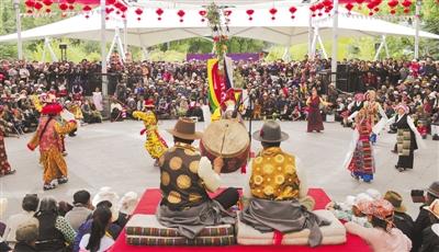 雪顿节:西藏拉萨喜迎八方客