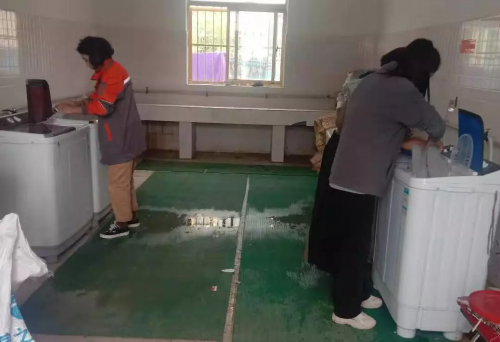 """西藏金塔集团下属企业开展""""关爱老人、传递温暖""""活动"""