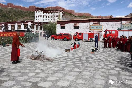 江孜县自治区级文物保护单位举行联合消防演练