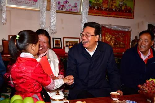 向为新中国革命和建设事业作出贡献的人们致敬 自治区领导开展国庆看望慰问活动