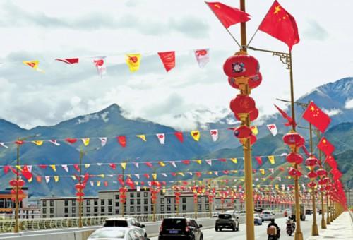 西藏各族群众举行形式多样的活动迎接国庆的到来