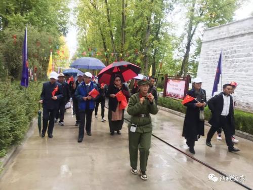 拉萨归国定居藏胞、境内亲属、侨资企业及尼侨代表参观林周县红色教育基地