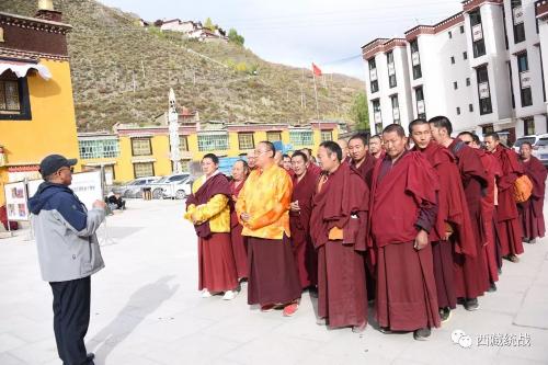 比如縣舉辦藏傳佛教活佛轉世專題展覽活動