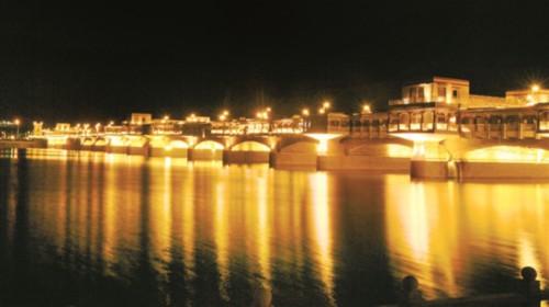 西藏拉薩夜經濟帶動城市新生活