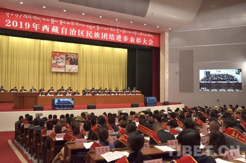 西藏145個集體和198人獲民族團結進步模范表彰