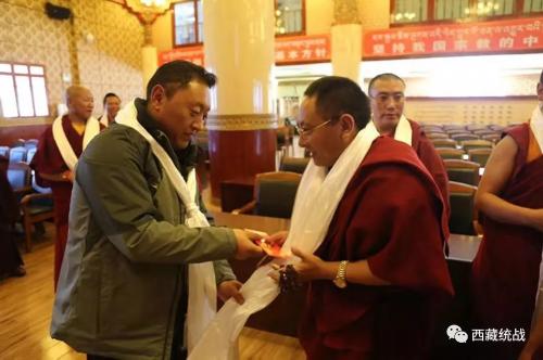 巴青縣委常委、統戰部部長仁青扎西在西藏佛學院看望慰問巴青籍學員