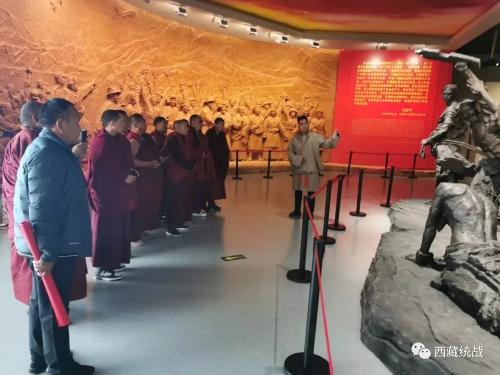 桑日縣藏傳佛教教職人員第一、二期培訓班全體學員赴西藏自然科學博物館參觀學習