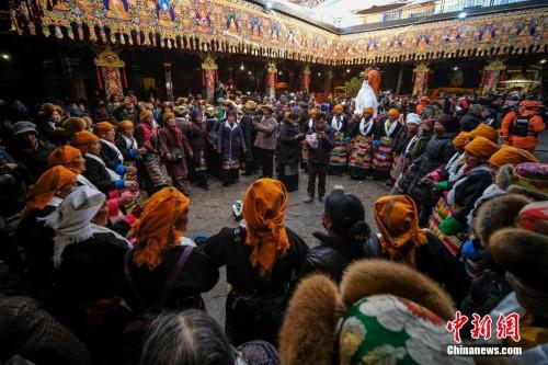"""西藏""""仙女節"""" 美酒舞蹈為愛祈福"""