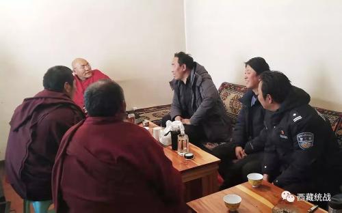 卡若区区委常委、统战部部长旦增深入寺庙检查指导工作