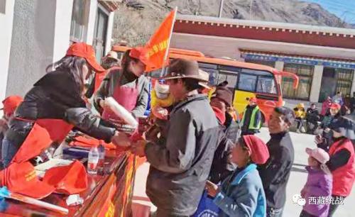乃东区开展民族团结进步进村居宣传活动