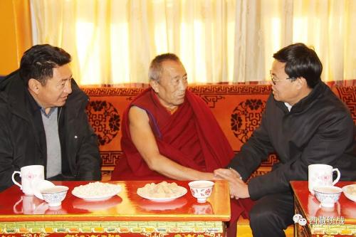 日喀则市委副书记、市长刘虎山深入扎什伦布寺看望慰问宗教界爱国人士代表萨龙 平拉