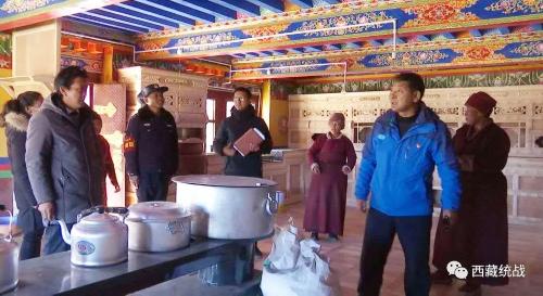 日喀則市人大常委會副主任、定日縣委書記頓珠深入寺廟督導檢查工作