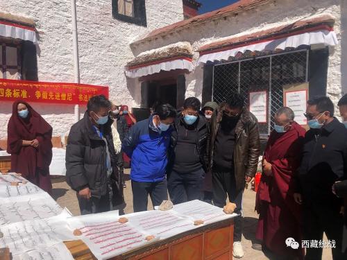 堆龍德慶區委書記格桑平措一行深入寺廟檢查指導近期工作