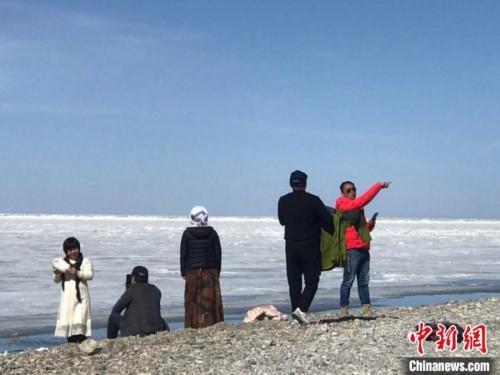 西藏納木錯景區今迎客