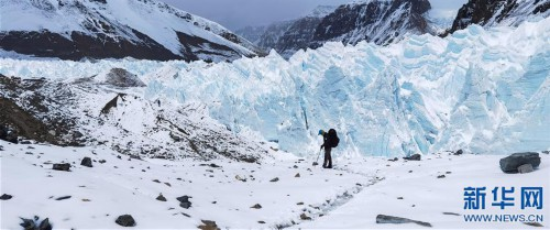 (2020珠峰高程测量·新华视界)(5)雪后珠峰东绒布冰川