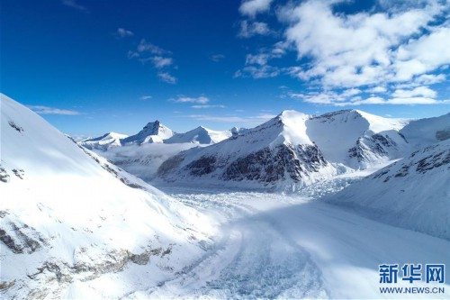 雪后珠峰东绒布冰川