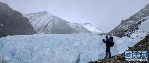 (2020珠峰高程测量·新华视界)(12)雪后珠峰东绒布冰川