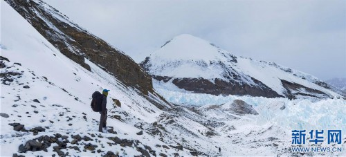 (2020珠峰高程测量·新华视界)(6)雪后珠峰东绒布冰川