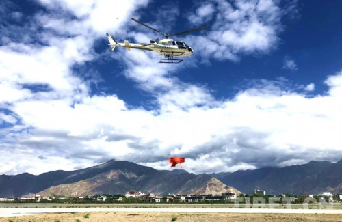 西藏首次开展飞播造林试验飞行作业 计划播种面积21.8万亩