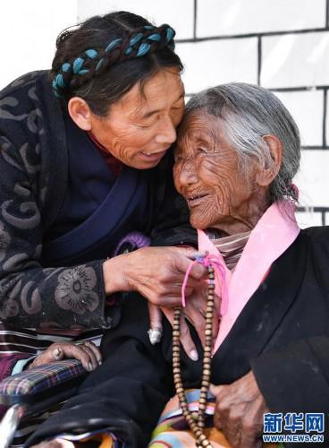 """(圖片故事)(5)109歲翻身農奴索朗卓瑪見證""""世界屋脊""""百年風雨"""