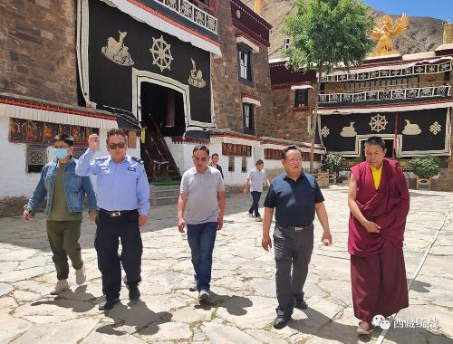 自治区宗教事务局局长拉巴次仁赴敏珠林寺管会检查指导工作