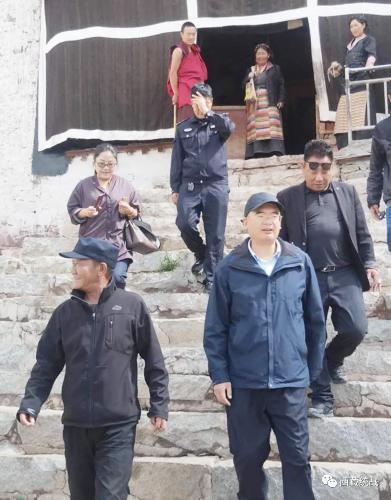 日喀则市副市长、南木林县委书记赵兵深入寺庙督导调研维稳工作