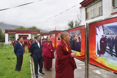 """""""藏傳佛教活佛轉世專題展""""在西藏巡展"""