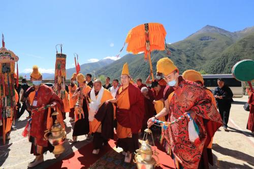 班禅额尔德尼·确吉杰布圆满完成那曲社会和佛事活动