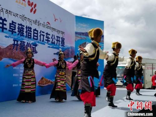 2020环羊卓雍错自行车公开赛在西藏山南启幕